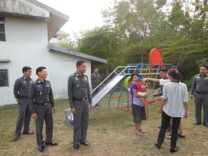 มอบเครื่องเล่นสนามให้ลูกหลานตำรวจโดยสหกรณ์ออมทรัพย์ ฯ